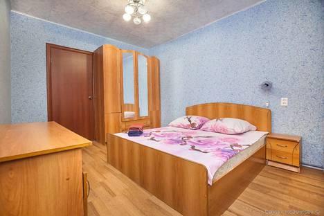 Сдается 2-комнатная квартира посуточно в Тольятти, улица Автостроителей дом 25.