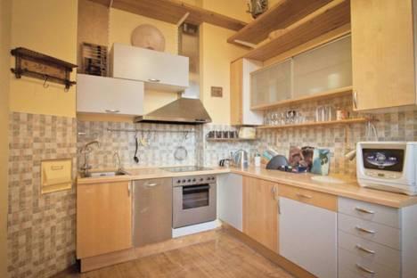 Сдается 4-комнатная квартира посуточно в Тольятти, улица 70 лет Октября дом 16.