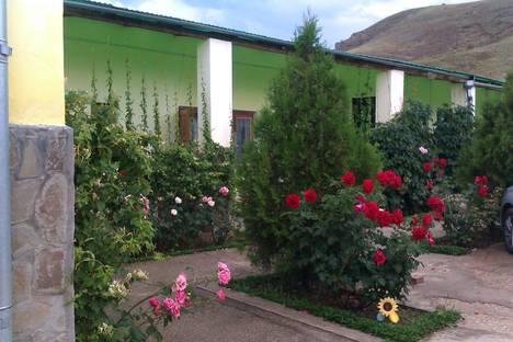 Сдается коттедж посуточнов Новом Свете, Крым,ул солнечная 2.