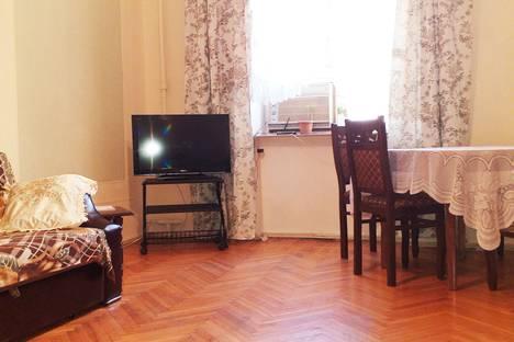 Сдается 2-комнатная квартира посуточно в Баку, улица Хагани 39.