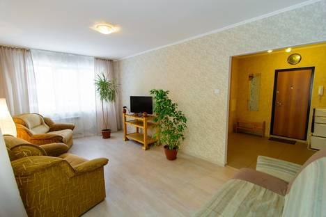 Сдается 4-комнатная квартира посуточно, улица Тольятти, 41.