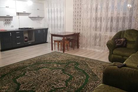 Сдается 3-комнатная квартира посуточно в Яровом, Квартал В дом 10.