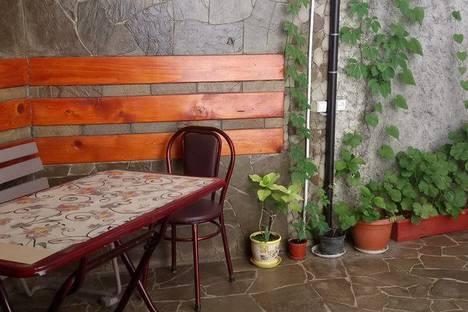 Сдается 1-комнатная квартира посуточно в Гурзуфе, улица Санаторная.