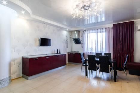 Сдается 3-комнатная квартира посуточно в Оренбурге, улица 16 Линия, 14/2.