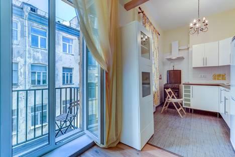 Сдается 3-комнатная квартира посуточнов Санкт-Петербурге, улица Радищева, 42.