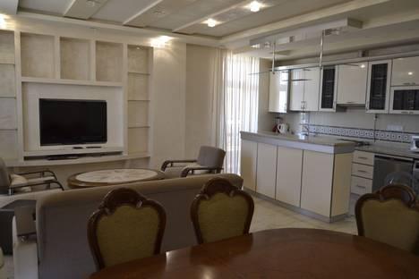 Сдается 3-комнатная квартира посуточнов Ереване, Yerevan, Sayat-Nova Avenue, 40.