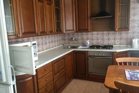 Сдается 3-комнатная квартира посуточнов Сочи, улица Цюрупы, 10.