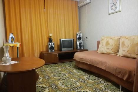 Сдается 2-комнатная квартира посуточно в Междуреченске, проспект 50 Лет Комсомола,48.