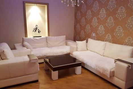 Сдается 3-комнатная квартира посуточно в Баку, 65 улица Хагани.