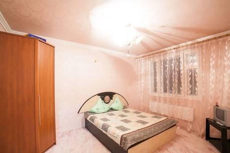 Сдается 2-комнатная квартира посуточно в Тольятти, улица 70 лет Октября дом 86.