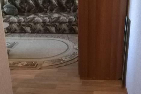 Сдается 1-комнатная квартира посуточно в Яровом, Улица 40 лет октября  дом 7.