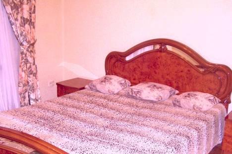 Сдается 3-комнатная квартира посуточно в Тольятти, улица Революционная ,дом 12.