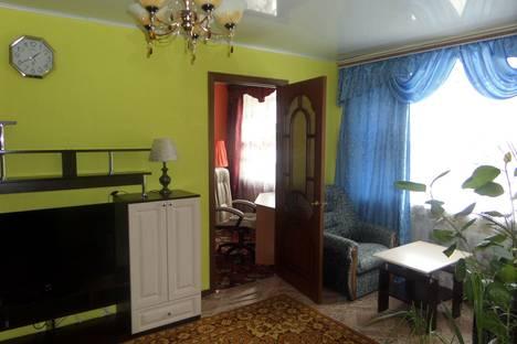 Сдается 2-комнатная квартира посуточно в Яровом, квартал Б, 5.