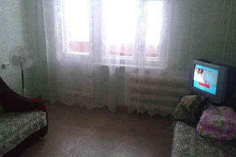 Сдается 1-комнатная квартира посуточно в Яровом, квартал Б дом 1.