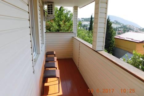 Сдается 3-комнатная квартира посуточно в Гурзуфе, ул. Санаторная 23.