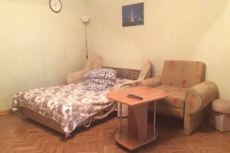 Сдается 2-комнатная квартира посуточно в Алупке, ул. Розы Люксембург, 14.