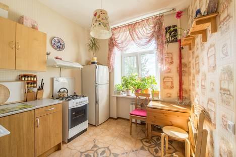 Сдается 2-комнатная квартира посуточнов Санкт-Петербурге, ул. Михайлова, 10.