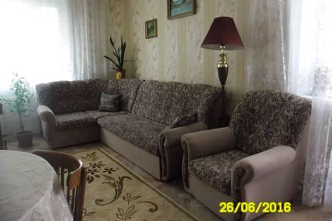 Сдается 3-комнатная квартира посуточно в Яровом, квартал В, 23.