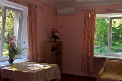Сдается 2-комнатная квартира посуточно в Керчи, Крым,улица 12-го Апреля 1961 года 16.