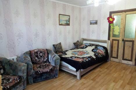 Сдается 2-комнатная квартира посуточно в Судаке, Крым,6а улица Мичурина.