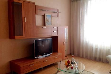 Сдается 1-комнатная квартира посуточнов Омске, проспект Комарова, 15.