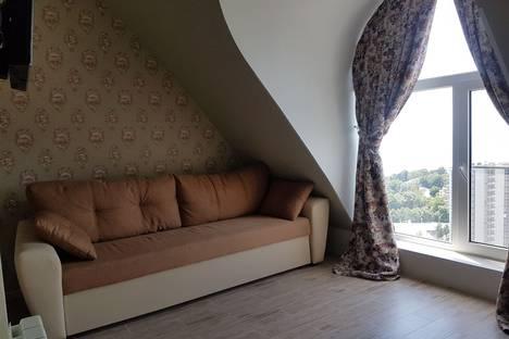 Сдается 2-комнатная квартира посуточнов Сочи, улица Дмитриевой 5.