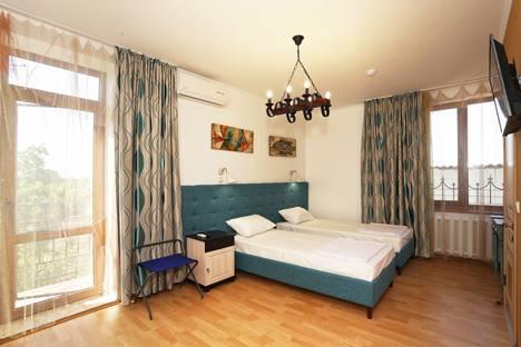 Сдается 1-комнатная квартира посуточнов Орджоникидзе, 34 Суворовская улица.