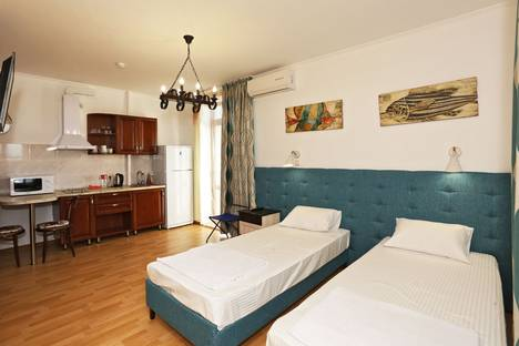 Сдается 1-комнатная квартира посуточнов Феодосии, 34 Суворовская улица.