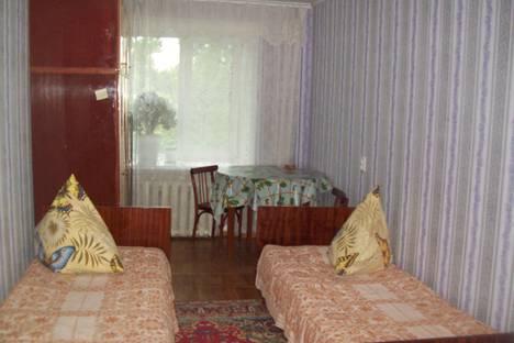 Сдается комната посуточно в Яровом, квартал Б, дом 26.