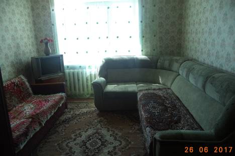 Сдается 1-комнатная квартира посуточно в Яровом, квартал Б, 33.