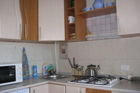 Сдается 2-комнатная квартира посуточно в Орджоникидзе, улица Нахимова.