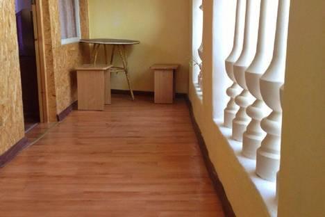 Сдается 4-комнатная квартира посуточно в Судаке, 22 улица Яблоневая.