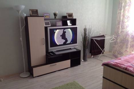 Сдается 2-комнатная квартира посуточно в Альметьевске, улица Ленина, 147.