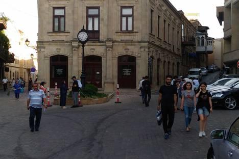 Сдается 2-комнатная квартира посуточно, ЦЕНТР ( Старый Город ) ул. Беюк Гала 38.