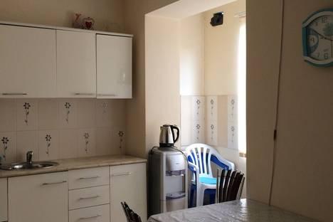 Сдается 1-комнатная квартира посуточно в Сухуме, Ул Проспект Мира 186.