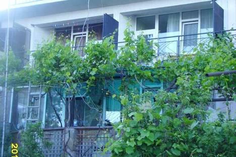 Сдается коттедж посуточно в Симеизе, ул.Паустовского 11.