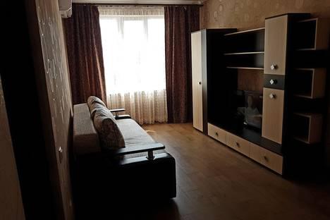 """Сдается 1-комнатная квартира посуточно в Небуге, Ул.Газовиков 1""""А""""."""
