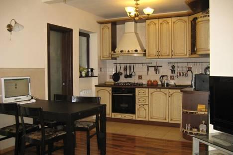 Сдается 3-комнатная квартира посуточнов Туапсе, п. Лазаревское, ул. Павлова д 129.