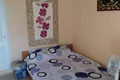 Сдается 1-комнатная квартира посуточно в Мирном, Крым,ул. Морская, 50.