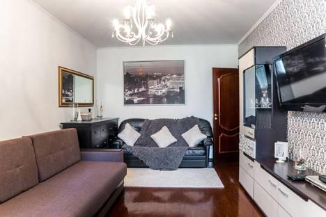 Сдается 2-комнатная квартира посуточно, Новочеремушкинская улица, 50.