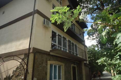 Сдается 1-комнатная квартира посуточно в Алупке, Крым,Приморская улица дом 2 N-5.