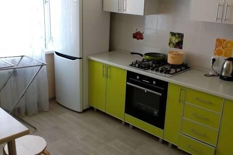 Сдается 1-комнатная квартира посуточно в Чебоксарах, улица Ленинского комсомола, 5.