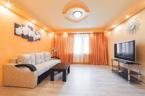 Сдается 2-комнатная квартира посуточно в Челябинске, улица 250-Летия Челябинска, 25.