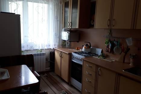 Сдается 2-комнатная квартира посуточно в Яровом, Квартал А дом 36.
