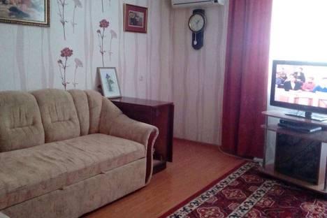 Сдается 3-комнатная квартира посуточно в Черноморском, ул. Н. Кудри, 14А.