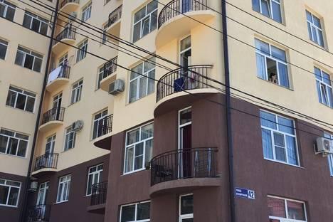 Сдается 2-комнатная квартира посуточнов Сочи, Изумрудная 42.