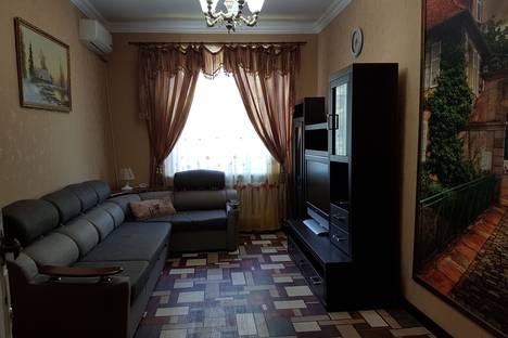 Сдается 2-комнатная квартира посуточнов Гудауте, Лидзавское шоссе, дом 43, квартира 12.