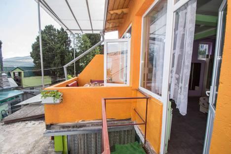 Сдается 2-комнатная квартира посуточнов Массандре, ул. Пролетарская 7.