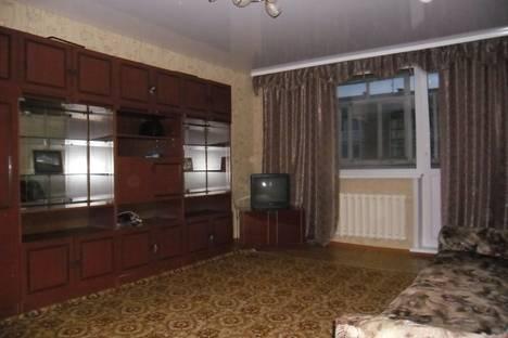 Сдается 3-комнатная квартира посуточно в Яровом, квартал  дом 32.