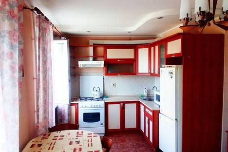 Сдается 2-комнатная квартира посуточно в Нижнекамске, ул. Баки Урманче, 9.